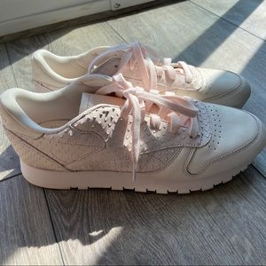 NWOT Rebook Classic Leather Pink Sneaker
